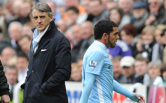 Mancini quiere que el City le renueve a Tevez