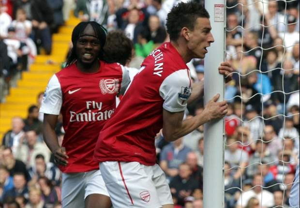 Koscielny in talks with Arsenal over new deal - report