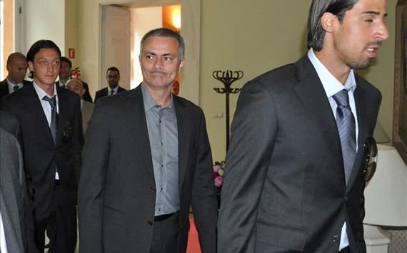بالصور : فريق ريال مدريد بكامل نجومه سيواجه غداً منتخب الكويت في الكويت