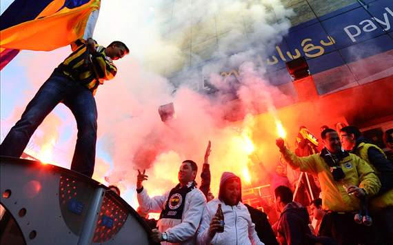 Fenerbahe zes duels zonder fans