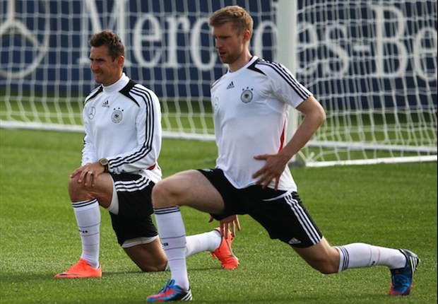 Klose: Bayern defeat will help Germany at Euro 2012