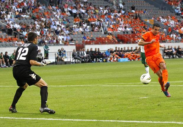 Better for Netherlands to lose now rather than at Euro 2012, says Van Persie