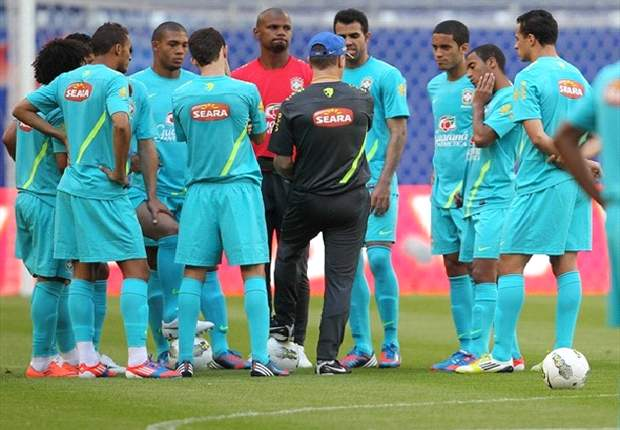 Menezes cuts Ronaldinho and 16 others from Brazil Olympic squad