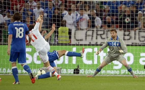 Kerzhakov scores against Italy - Italy-Russia