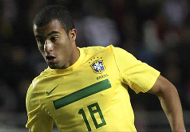 Lucas Moura confirms Paris Saint-Germain talks