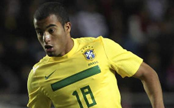 Paris Saint-Germain join Inter & Manchester United in race for Lucas Moura - report