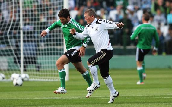 Schweinsteiger resumes training for Germany ahead of Euro 2012