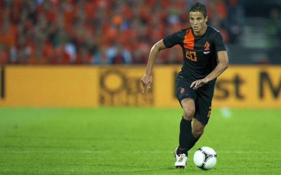 A fork in the road: Ibrahim Afellay must choose between Arsenal and Inter Milan