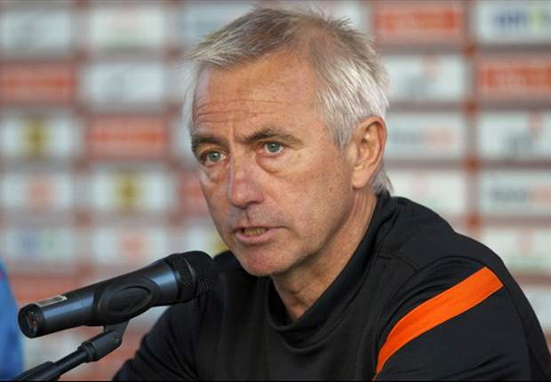 Netherlands coach Van Marwijk vows to go for broke against Portugal