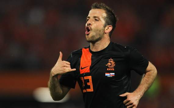 Van der Vaart: Robben will be back to his best at Euro 2012 after Champions League heartbreak