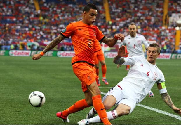 Paris Saint-Germain agrees Van der Wiel deal with Ajax, says agent