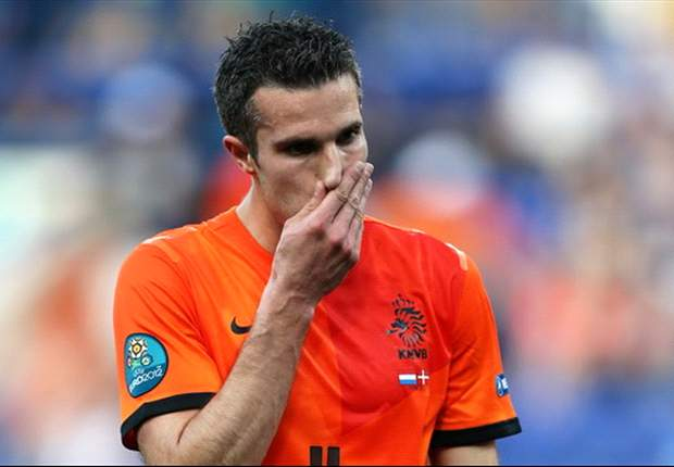 Van Persie fails to prove that he is more important to Netherlands than Huntelaar