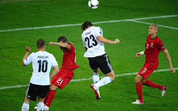 Mario Gomez needs to work harder, says Mehmet Scholl