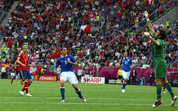 إثارة كبيرة لا تقبل بخسارة بين إيطاليا وإسبانيا  191298hp2
