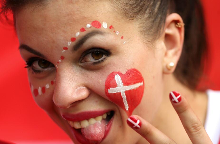 صور كرنفال اليورو (2) الشعوذة تَهزم رونالدو، واليورو أهم من الزوجة