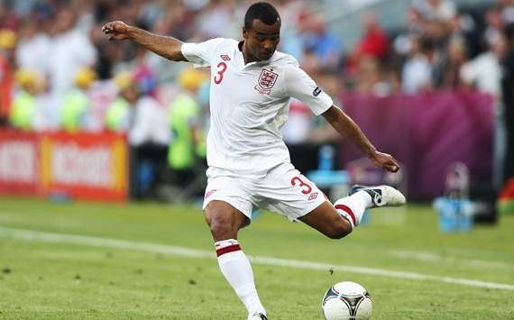 Ashley Cole gaat voor honderdste interland