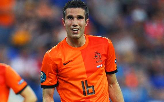 Van Gaal: I had a great conversation with Van Persie over his changed role