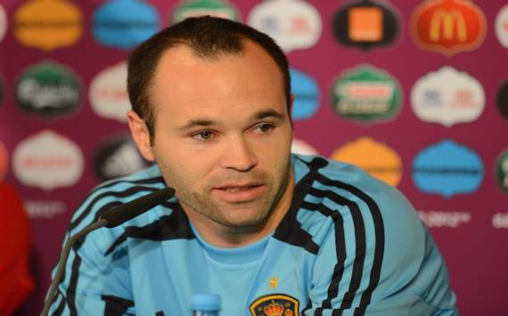 Unfair to compare Vilanova with Guardiola, insists Iniesta