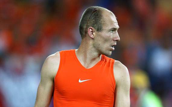 Robben storms off after being substituted during Netherlands-Germany