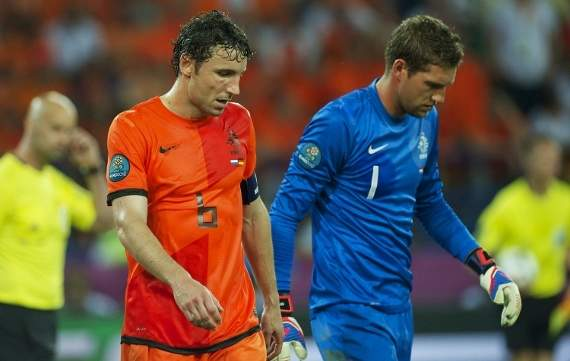 Van Bommel: No issue with Van Marwijk over half-time withdrawal against Germany