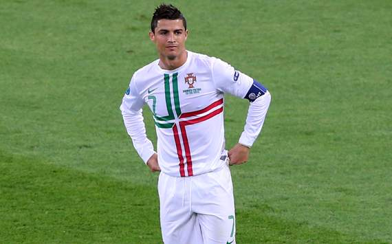 Varela defends under-fire Cristiano Ronaldo