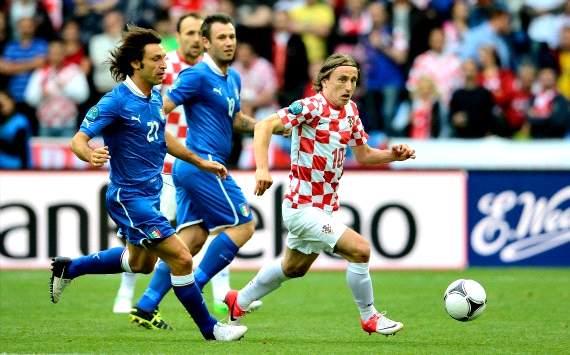 Luka Modric against Andrea Pirlo - Italy-Croatia