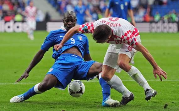 UEFA EURO - Italy v Croatia, Mario Balotelli and Ognjen Vukojevic