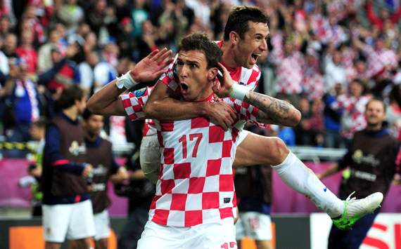 Mario Mandzukic celebrates scoring against Italy - Italy-Croatia