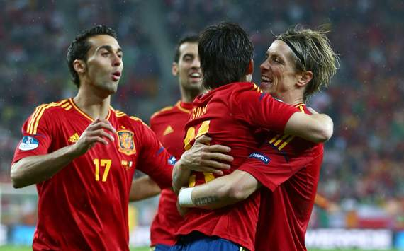 UEFA EURO - Spain v Ireland, David Silva and Fernando Torres