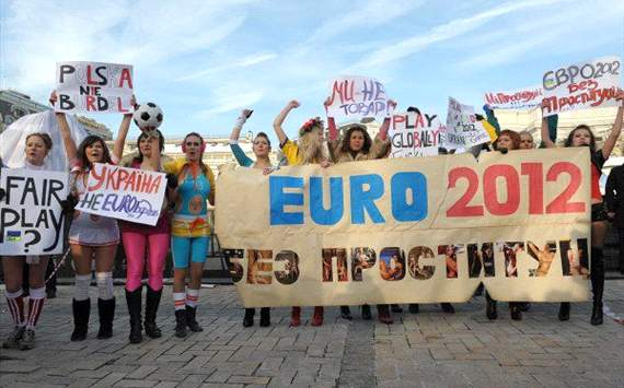 Euro 2012 final protests prompt Femen activists arrests