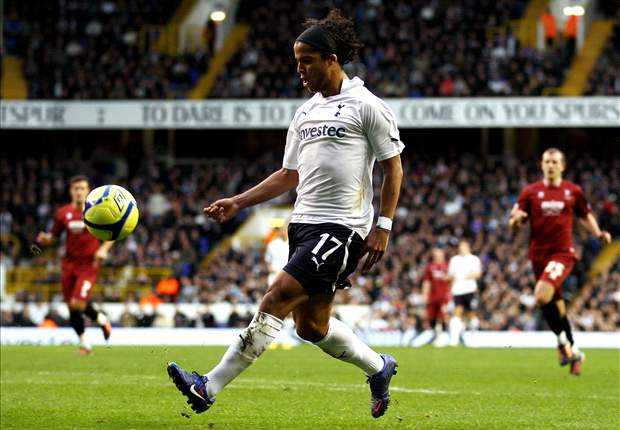 Tottenham boss Villas-Boas wants to see Dos Santos in training before transfer decision