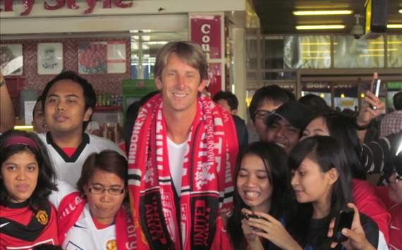 Puluhan Fans United Sambut Van Der Sar
