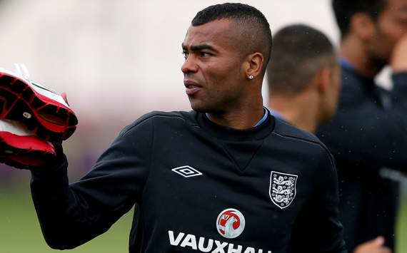 Ashley Cole available for England selection after apologising to FA chairman for Twitter rant