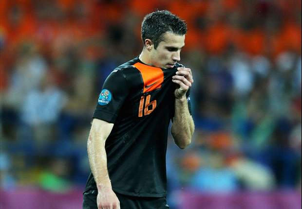 Wenger: 'Perfect' Van Persie's lack of goals for Netherlands is down to his team-mates