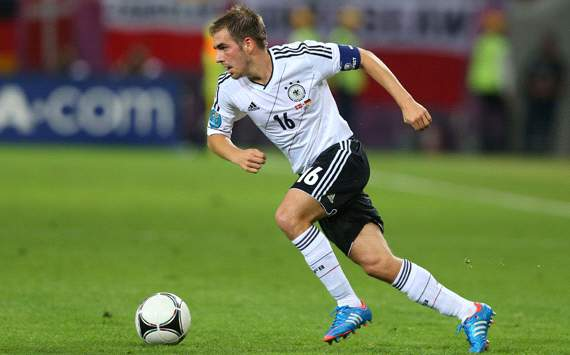 Lahm: Germany would have put England out of their misery in 90 minutes