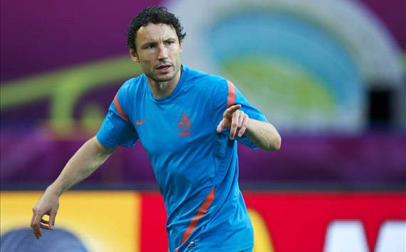 Van Bommel left out of Netherlands squad for Belgium friendly