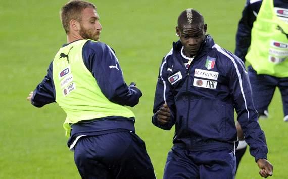 Liga Europa Liga Italia  - Daniele De Rossi bantah berkelahi dengan Balotelli