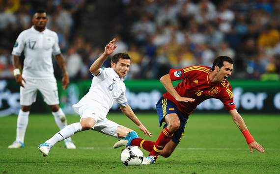 Yohan Cabaye; Sergio Busquets - Spain vs France - Euro 2012
