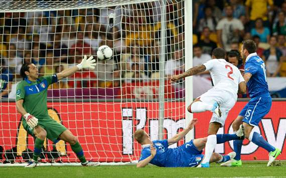 UEFA EURO 2012 : Glen Johnson- Gianluigi Buffon, England v Italy