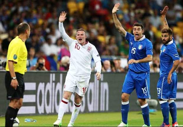 'The media will always find scapegoats' - Robson defends Rooney from Euro 2012 criticism