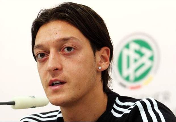 Ozil backs Low to remain as Germany coach