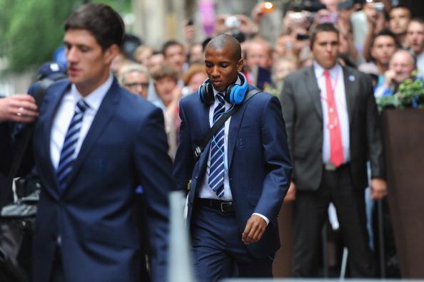 بالصور | بعثة منتخب إنجلترا تلقى الدعم من 10 ألاف مناصر