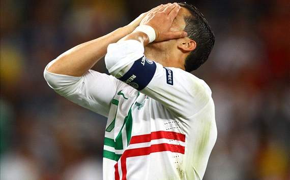 Cristiano Ronaldo: I try to be romantic but nobody believes me!