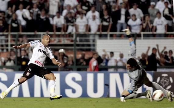 Alecsandro e Diego Souza - Vasco x Alianza Lima (Marcelo Sadio/vasco.com.br)