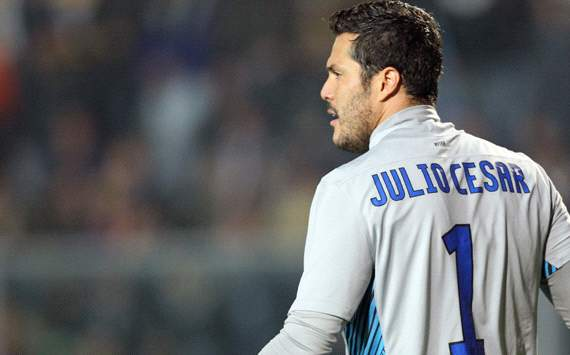 Julio Cesar in talks with QPR