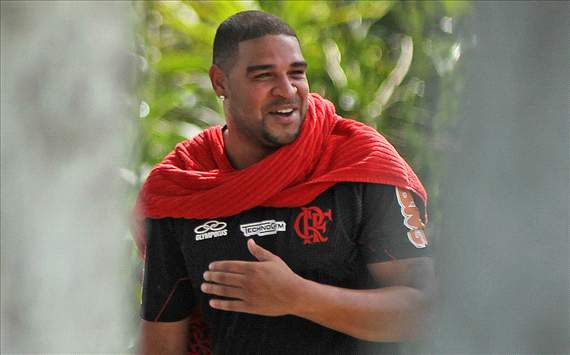 Adriano podra firmar por el Flamengo