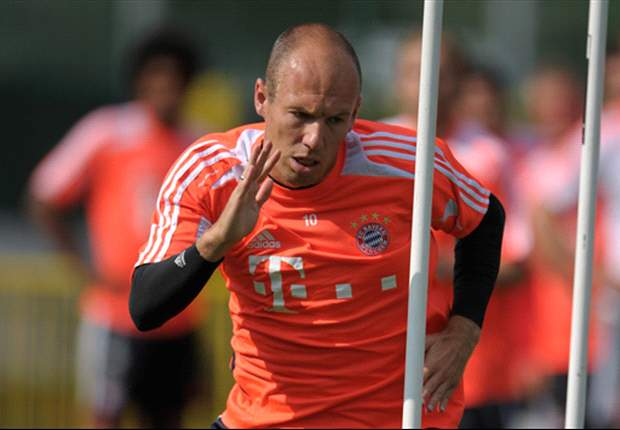Robben & Mandzukic join up with the rest of the Bayern squad, as Heynckes suffers a hamstring injury