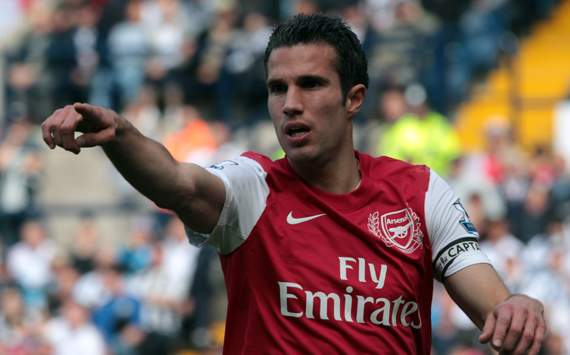 Manchester clubs lead the market as the race for Robin van Persie intensifies