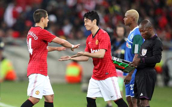Kagawa makes Manchester United debut as late substitute