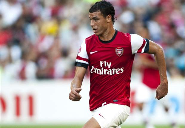 Arsenal striker Chamakh targeted by Besiktas